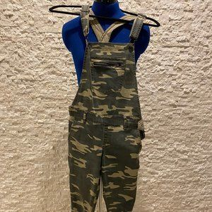 Forever21 Camouflage overalls